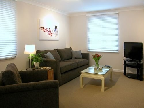 Heathrow Berkley Apartment - Studio-10484
