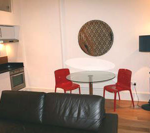 Hyde Park Suites - Five Person Duplex Apartment-14499