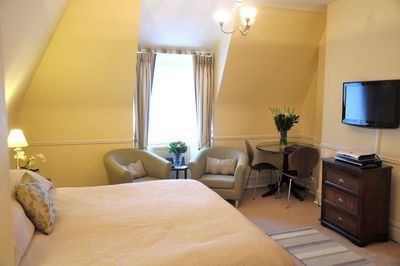 Kensington Court Apartments - Superior One Bedroom Apartment-12576