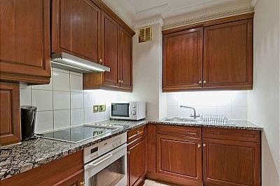 Carlton Court Apartments - Three Bedroom Apartment-13296