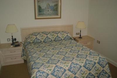 Kew Gardens Road Apartment - Three Bedroom Apartment-14689
