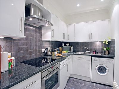 Kew Gardens Road Apartment - Three Bedroom Apartment-14697
